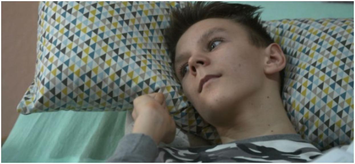 """Wstrząsający materiał TVN. Lekarz orzekł, że Paweł udaje, chwilę później 13-latek był już """"warzywem"""""""