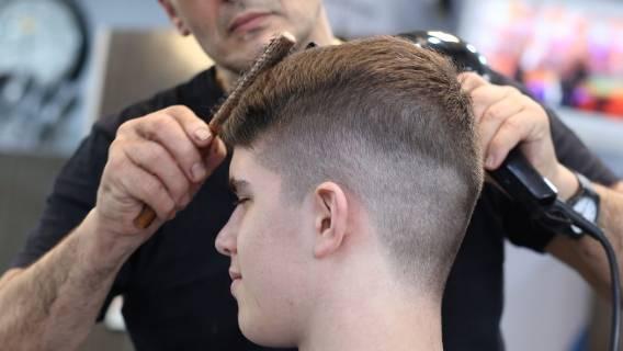 Ile zarabia fryzjer w Polsce