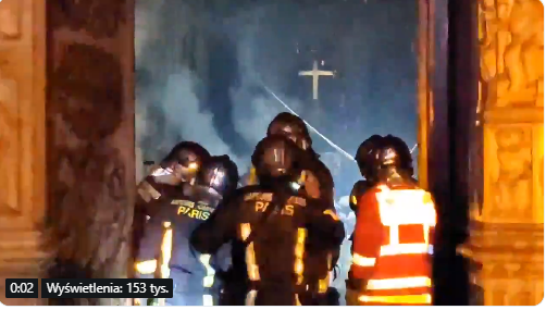 Strażacy weszli do katedry Notre Dame. Krzyż dalej stoi, niesamowite zdjęcia z wnętrza