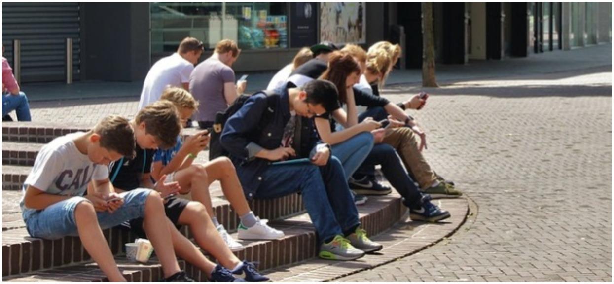 Ogromny problem wielu polskich rodziców. Nastolatkowie żądają od nich pieniędzy z 500 plus
