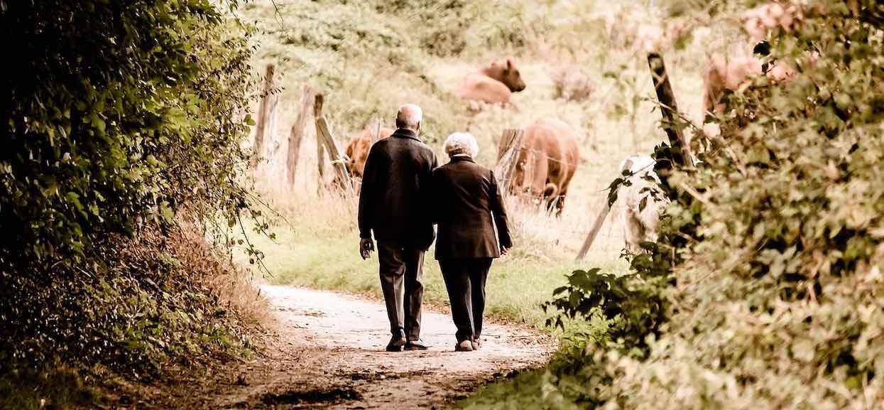Niepracująca żona dostanie emeryturę po zmarłym mężu? Ile ona wynosi?