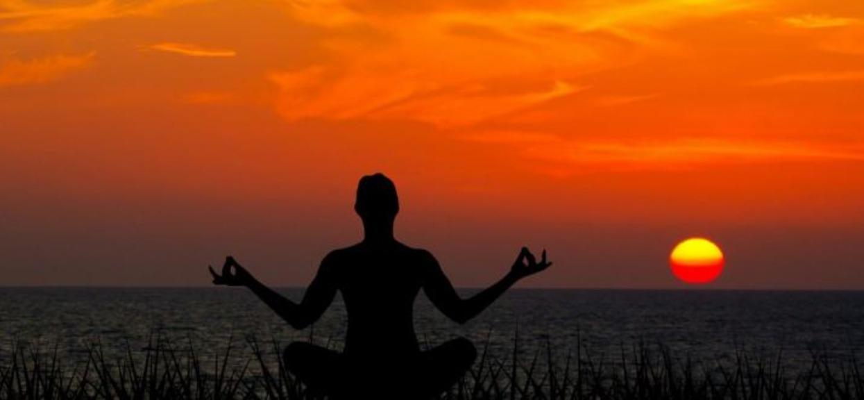 Jak medytować? Pomóż sobie, odstresuj się