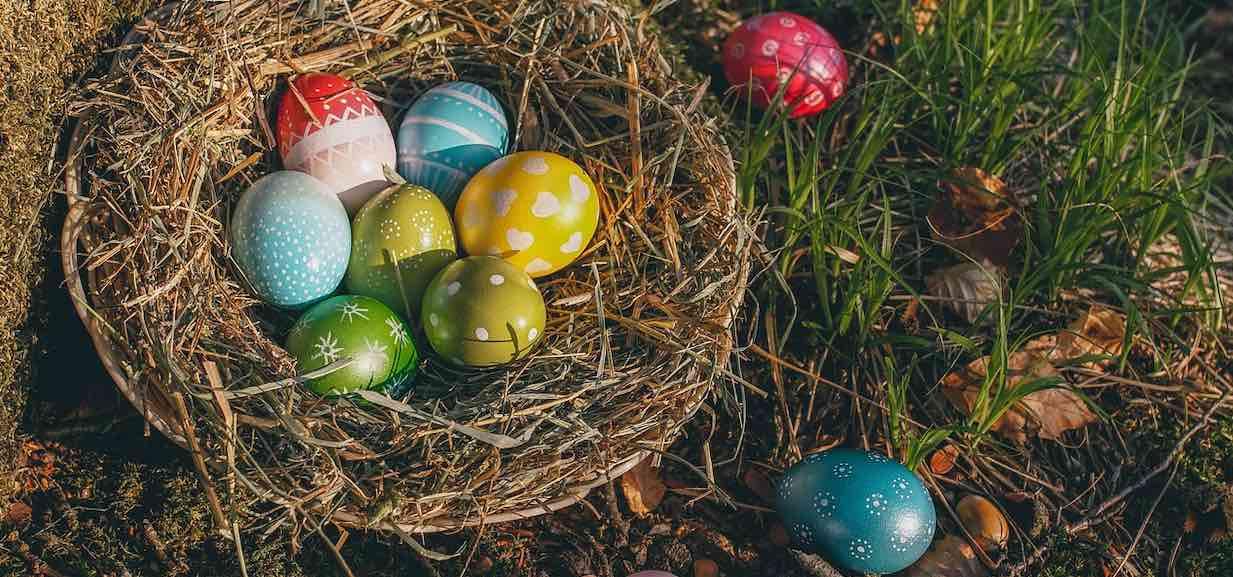 Jak pomalować pisanki na Wielkanoc? Sposobów jest mnóstwo!