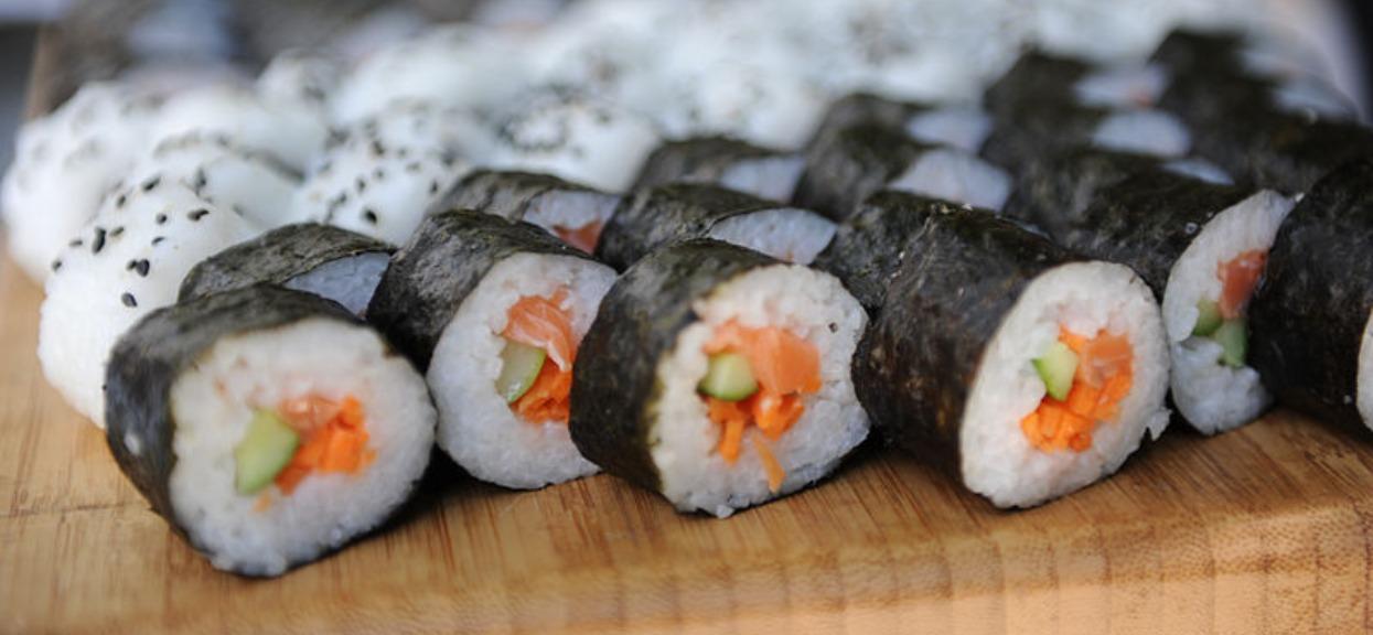 Jak zrobić sushi? Prosty przepis, z którym każdy sobie poradzi