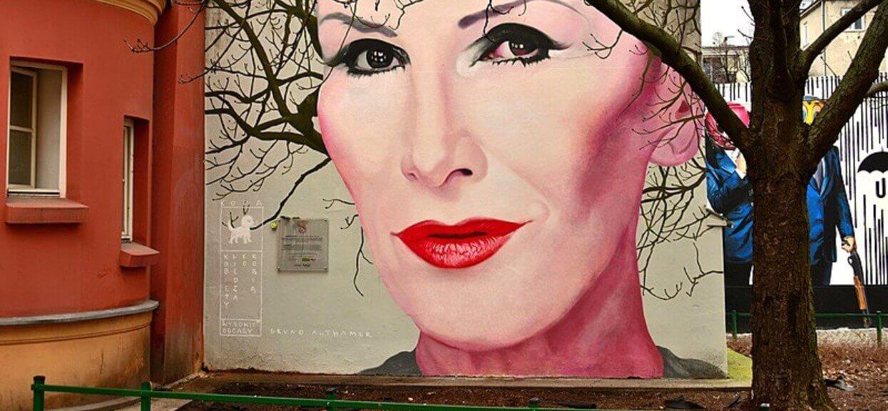 Ten widok sprawia, że oczy zachodzą łzami. Tak wygląda mural Kory na wiosnę