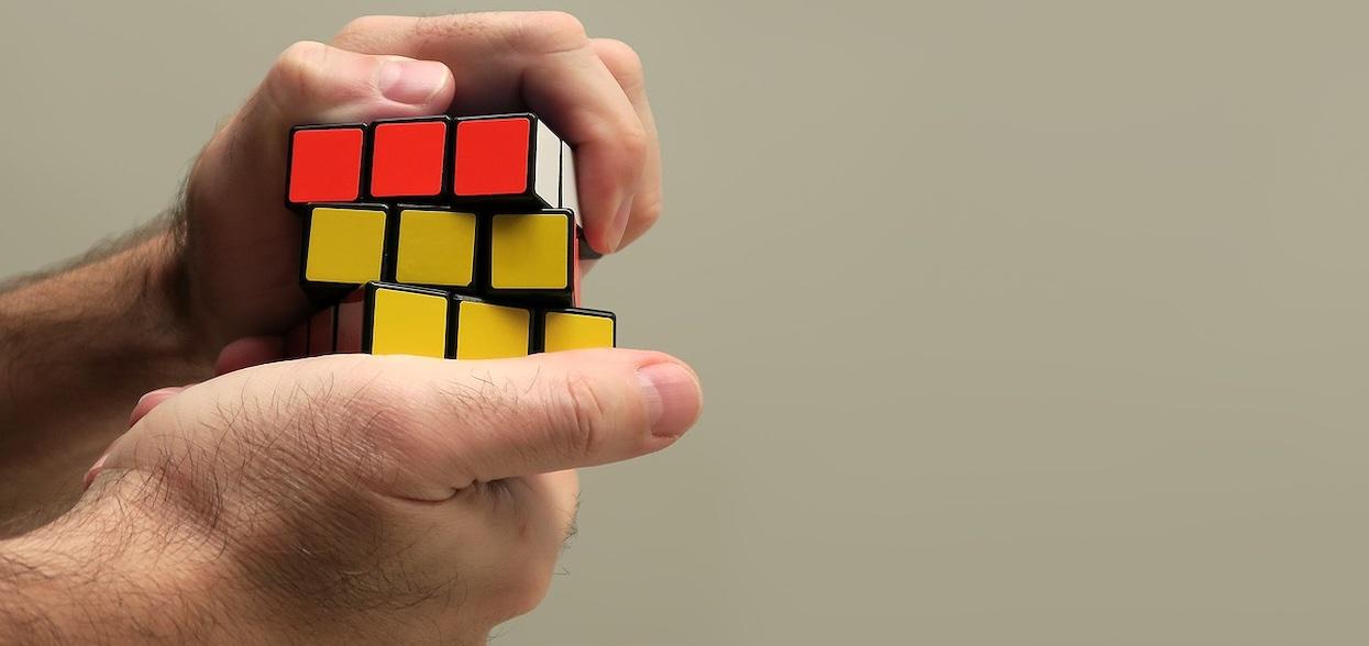 Nadchodzi światowy dzień Kostki Rubika. Jaki jest rekord w jej układaniu?