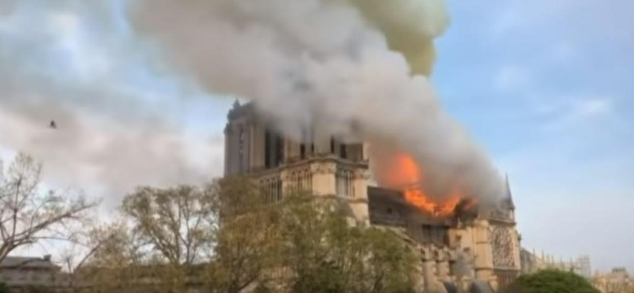 Pożar katedry Notre Dame ugaszony. Jej odbudowa zajmie dziesięciolecia
