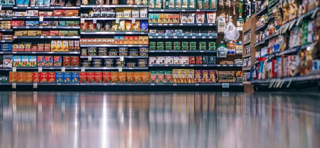 Lepiej tego nie jedz. Popularne produkty z Biedronki i Lidla zawierają szkodliwy składnik