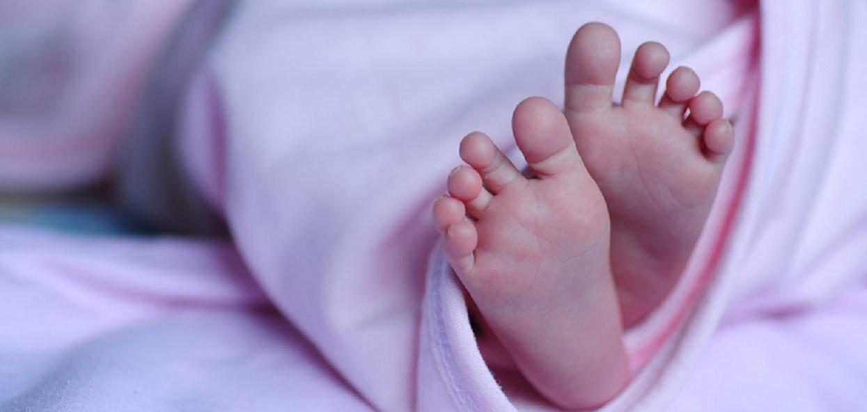 Rodzice gwałcili swoje 6 tygodniowe dziecko. Maleństwo było rozerwane od środka