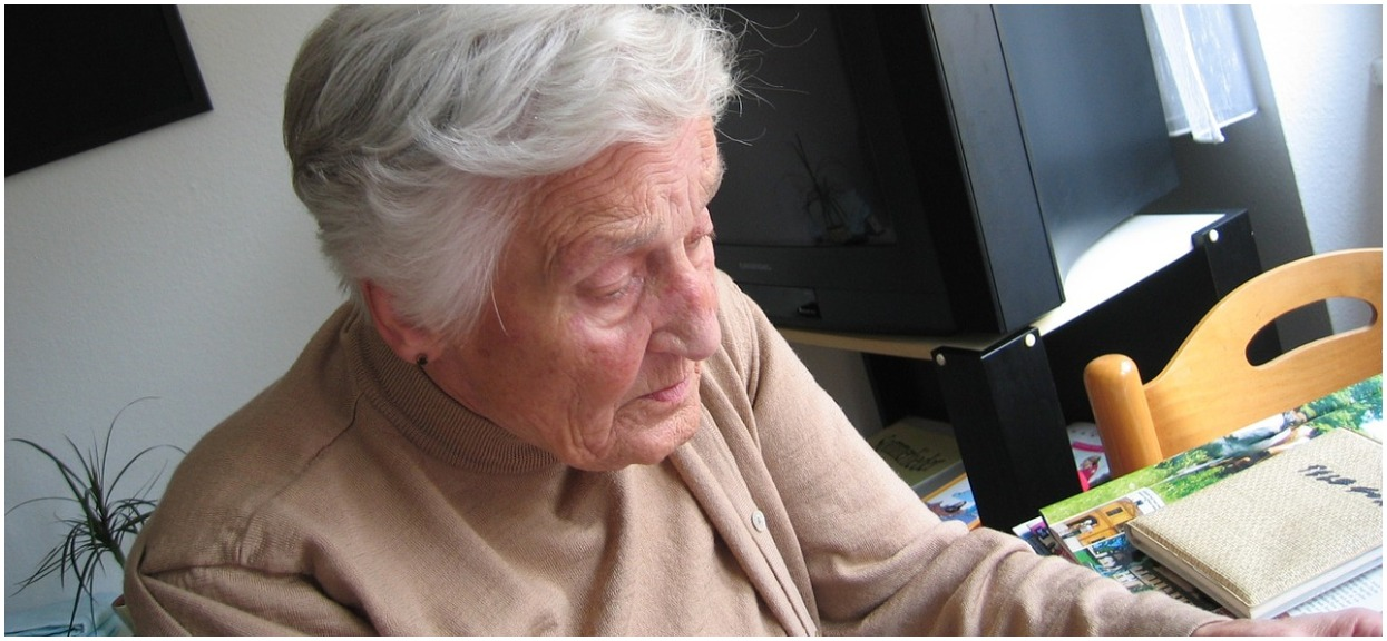 Wnuczek niewyobrażalnie skrzywdził babcię 127 razy. Ona o niczym nie wiedziała