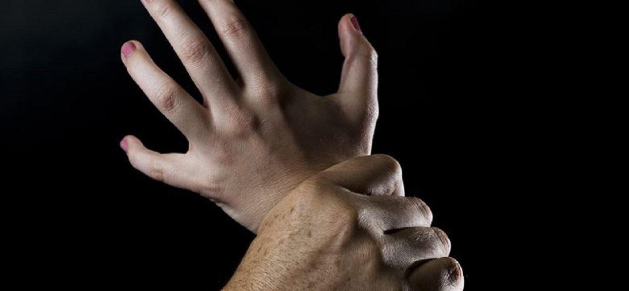 Nastolatka brutalnie zgwałcona przez 10 mężczyzn. Najgorsza była reakcja obecnej przy tym przyjaciółki