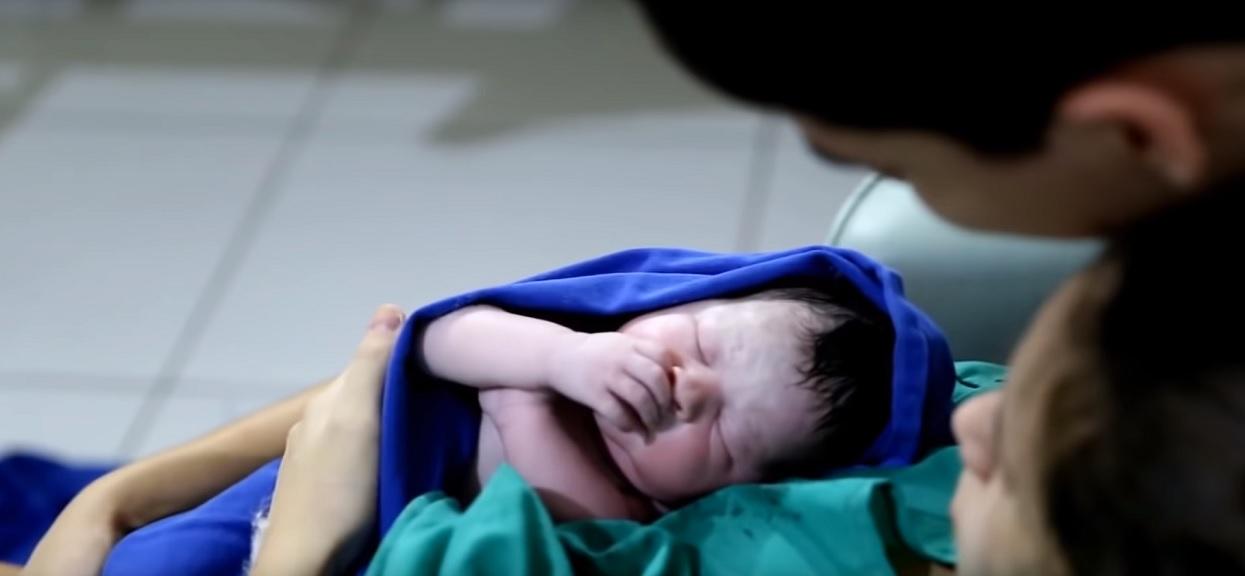 Mama odpoczywała po porodzie. W tym czasie teściowa z mężem zmienili imię dziecka w dokumentach