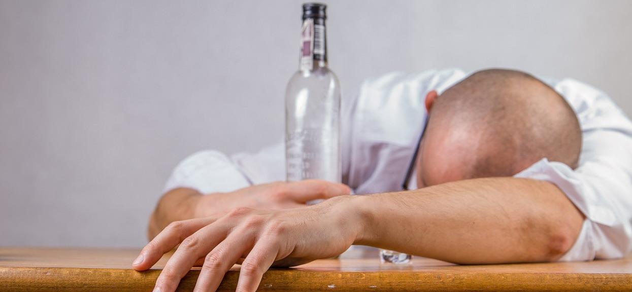 Jak pomóc ojcu alkoholikowi? Czy warto tracić czas?