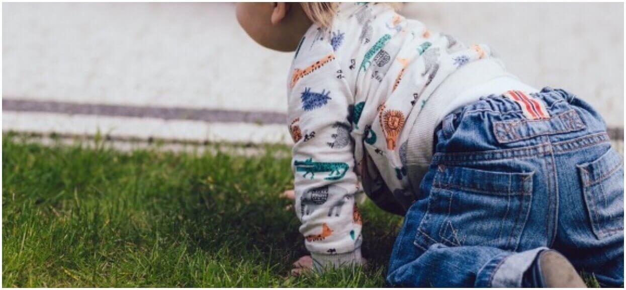Kiedy dziecko raczkuje? To bardzo ważny etap w jego rozwoju
