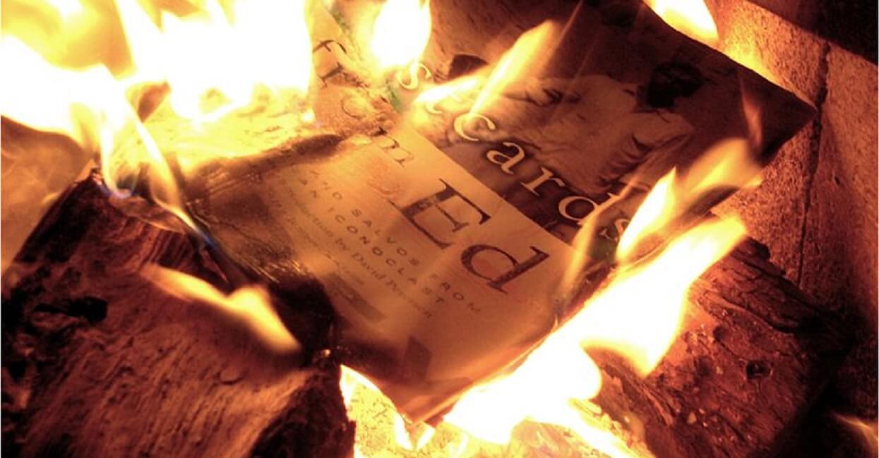 Jest bezczelne oświadczenie księdza, który spalił książki