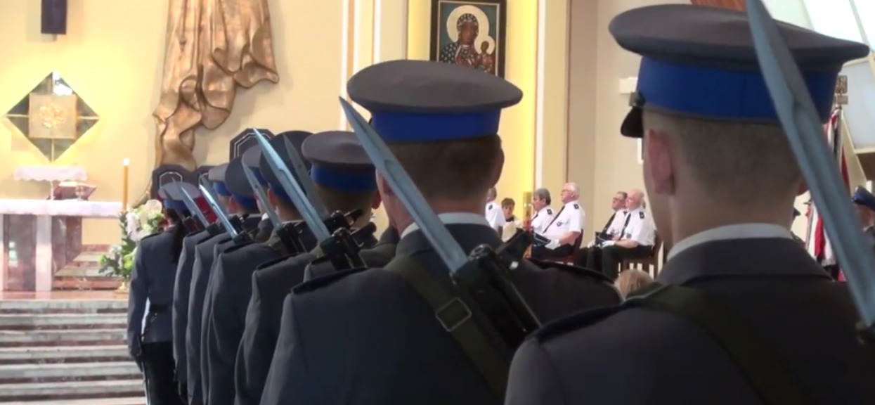 Ksiądz zrugał policjantów za zachowanie w kościele. Odpowiedź ich władz jest zaskakująca