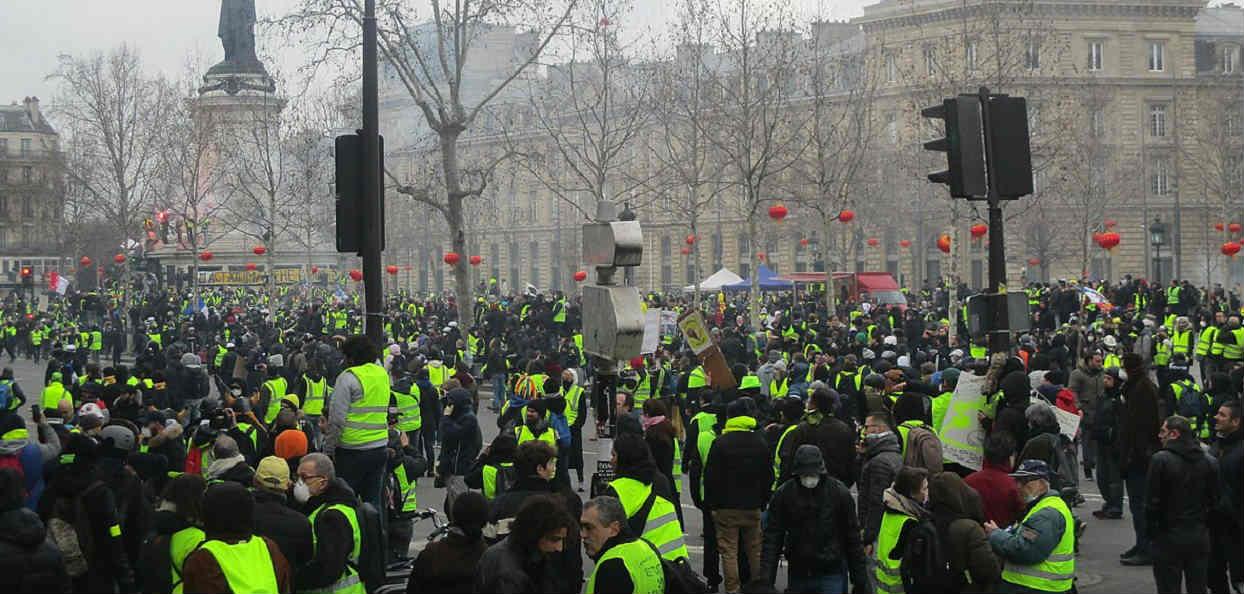 Tysiące demonstrantów na ulicach Francji. Są wściekli, że rząd odbuduje Notre Dame