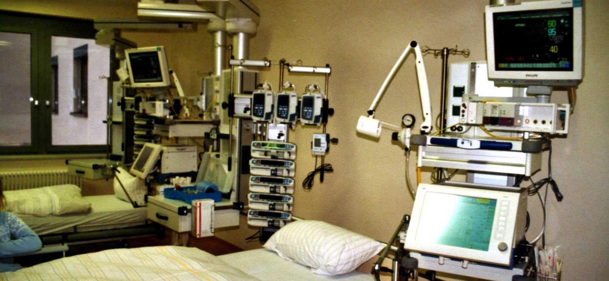 Makabryczna sytuacja w polskim szpitalu. Zmusili pacjenta do jedzenia w otoczeniu zwłok