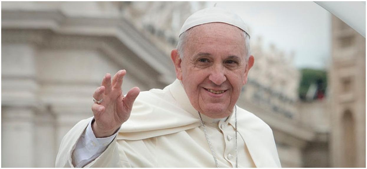 Lekarze dawali mu kilka dni życia. Papież Franciszek pobłogosławił Oskarka