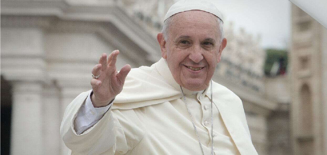 Papież Franciszek nagle padł na kolana. Historia dzieje się na naszych oczach