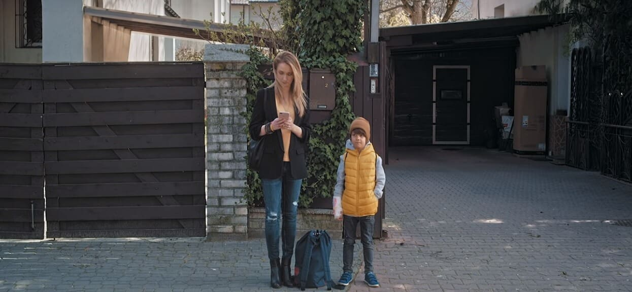 Syn uwielbianej pary aktorskiej Polsatu wystąpił w teledysku Domagały. Podobny do rodziców?