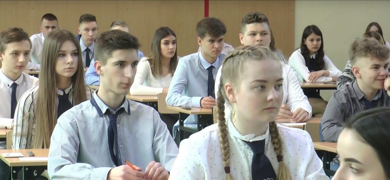 O której godzinie zaczyna się egzamin ósmoklasisty? Nastaw budzik