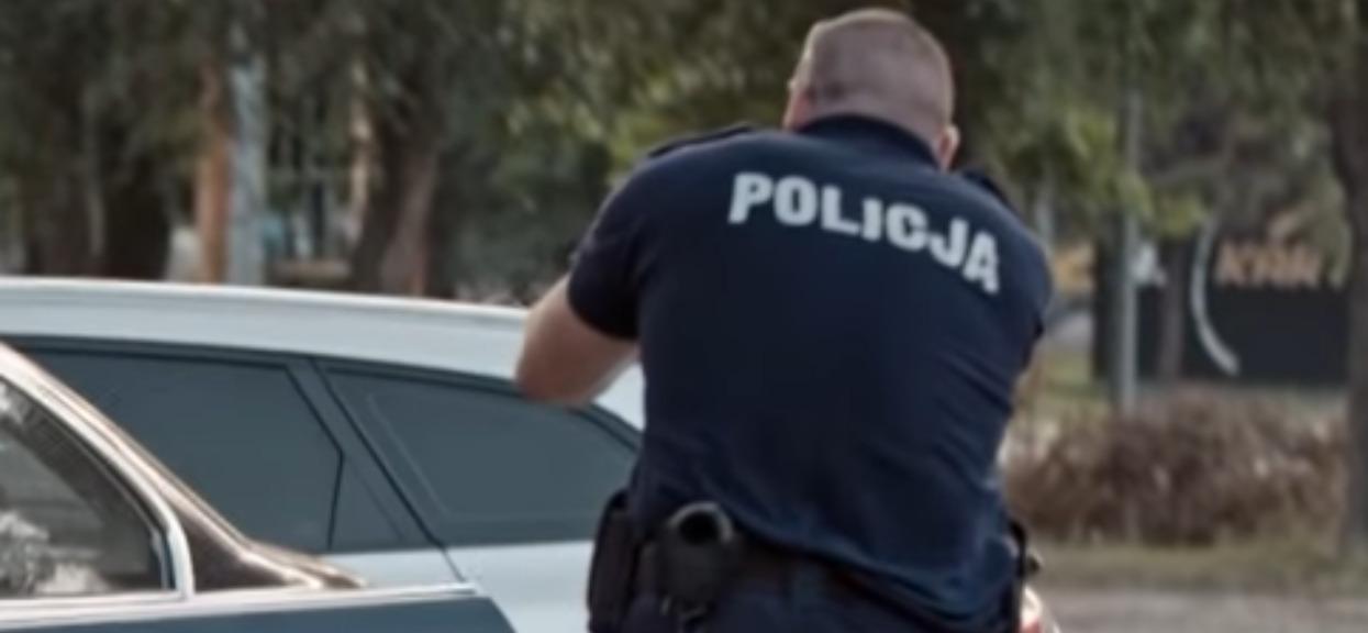 Kukła Żyda zawisła na szubienicy przed komendą. Policjanci nie zareagowali