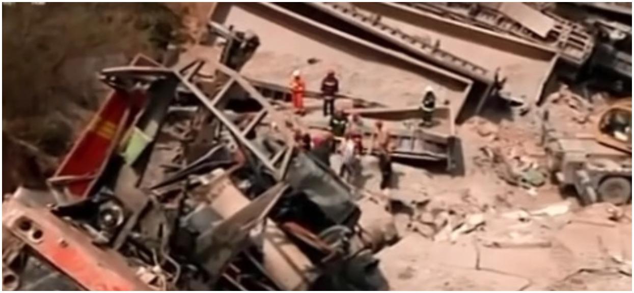 Pociąg wypadł z torów i uderzył w dom. Nie żyje 6 osób