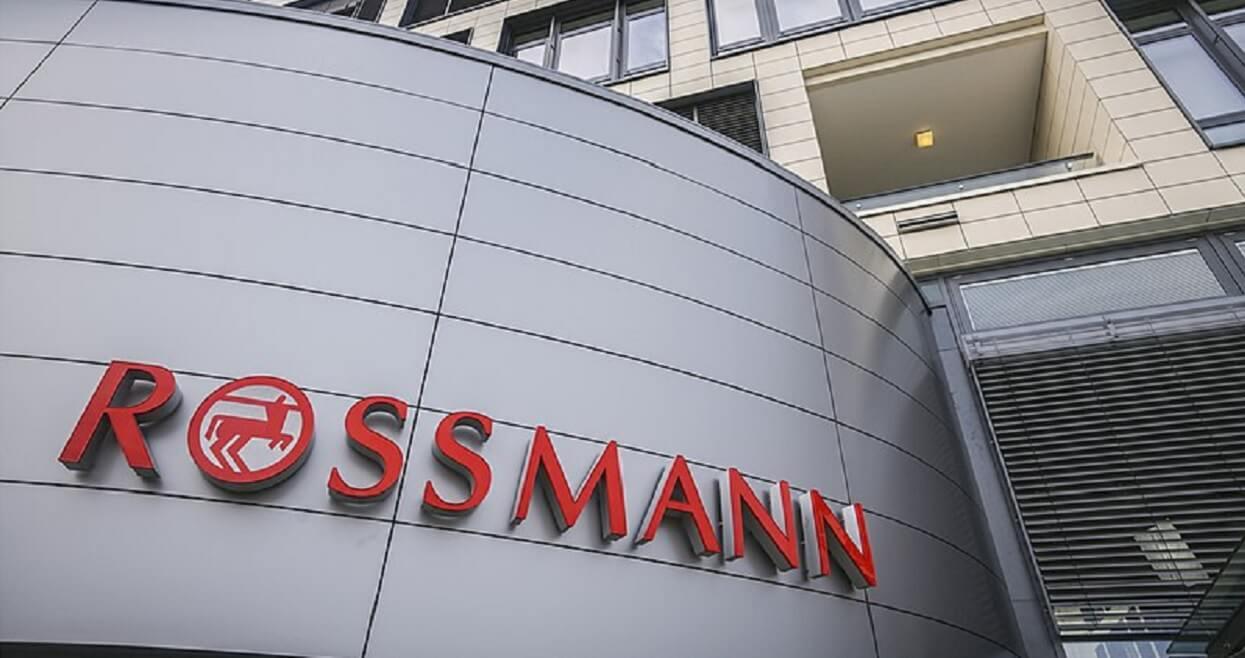 Pracownice Rossmanna Protestuja W Calej Polsce Po Wejsciu Do Sklepu