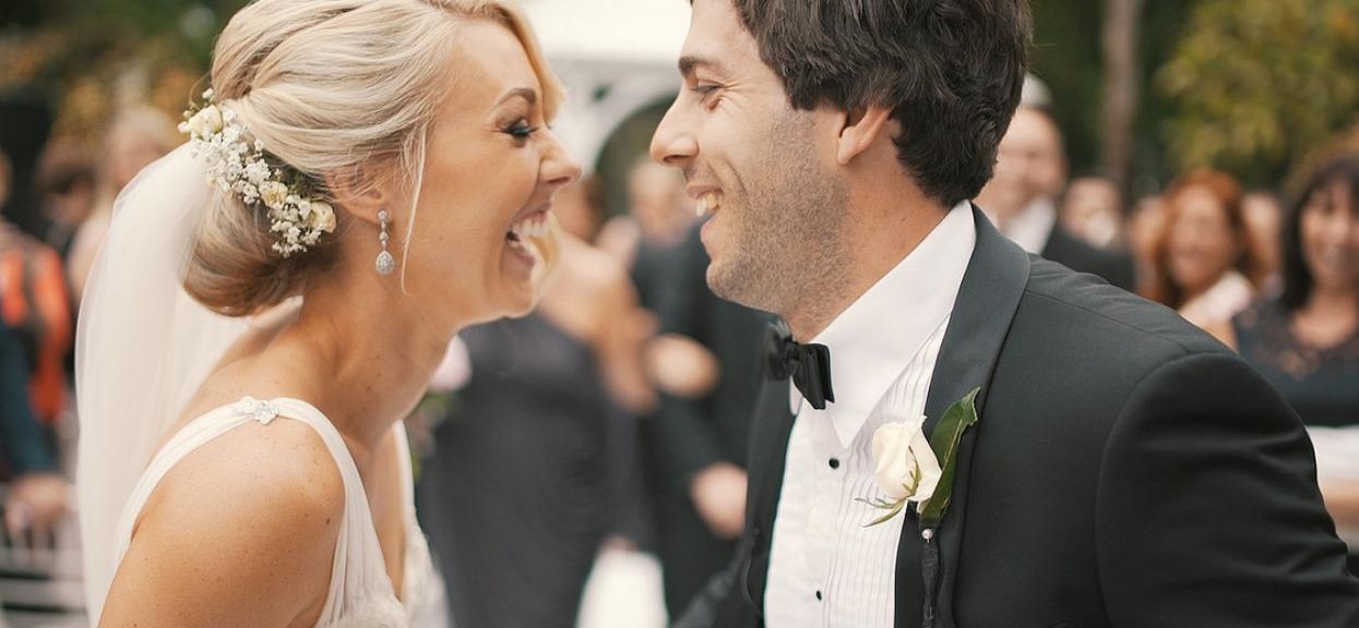 Presja ślubna poraża nowożeńców. Wyciekły wstydliwe zdjęcia, które obrazują spektakularną katastrofę