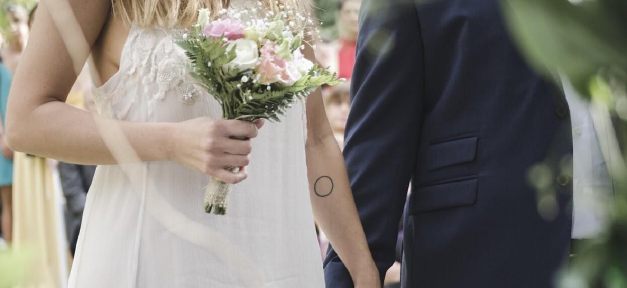 Na ślubie do kościoła weszła była pana młodego w białej sukni. Trudno uwierzyć w to, co zrobiła