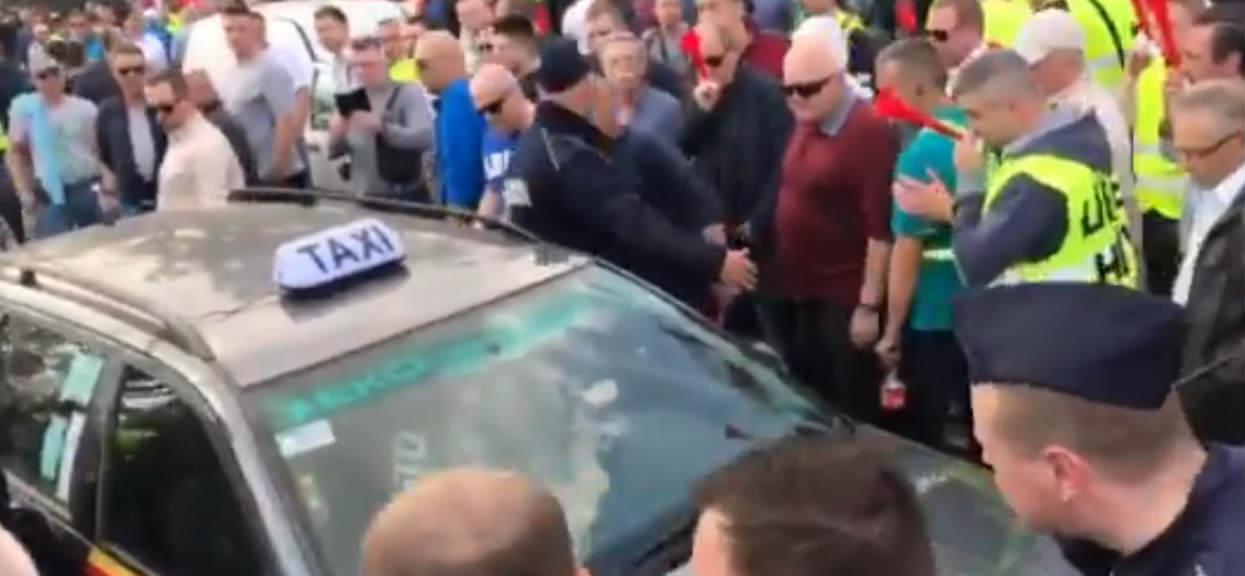 Taksówkarz zaatakowany przez taksówkarzy. Bo nie chciał blokować miasta