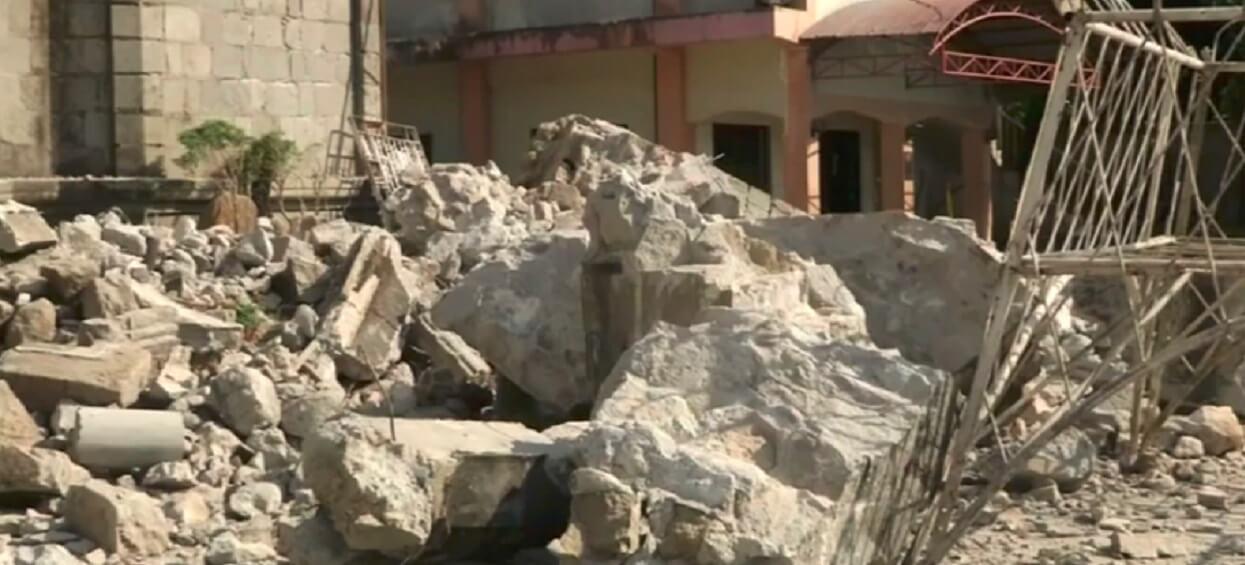 """TVN informuje o koszmarze po trzęsieniu. Co najmniej 15 osób nie żyje, ratownicy szukają pod gruzami ocalałych: """"Słychać jak płaczą z bólu"""""""
