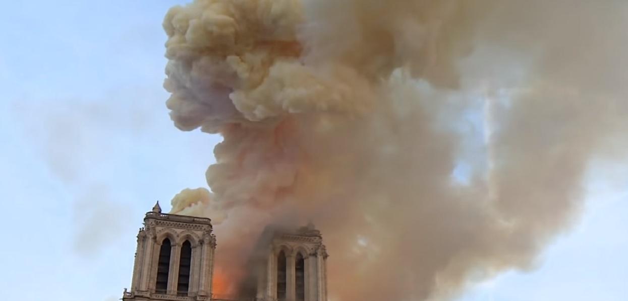 """Historyk sztuki porównał pożar Notre Dame do World Trade Centre. """"Apokaliptyczny widok"""""""