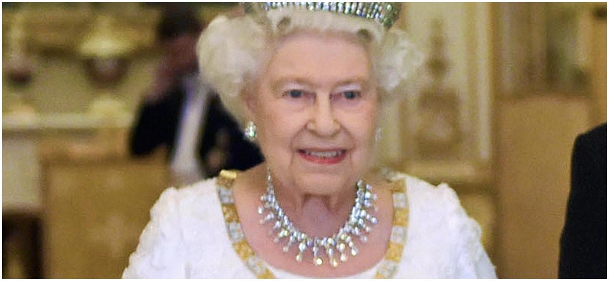 Królowa Elżbieta okrutnie zażartowała po narodzinach swojego wnuka. Członkom rodziny królewskiej odebrało mowę