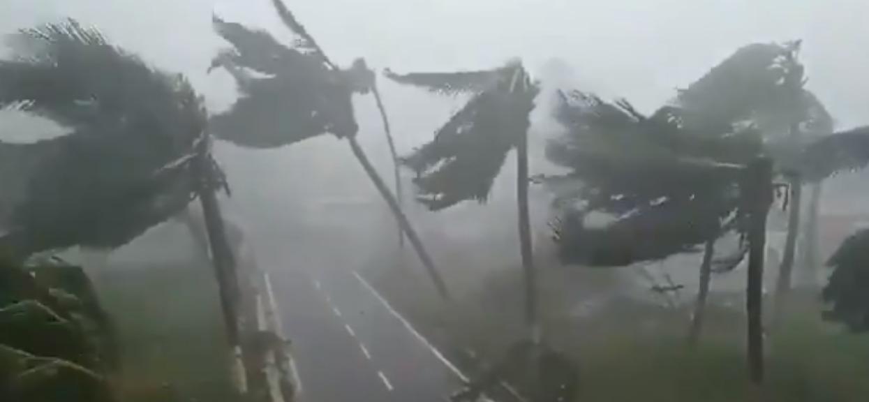 Cyklon Fani uderzył i zbiera żniwo. Wiatr 205km/h - czegoś takiego nie było od 1999 roku