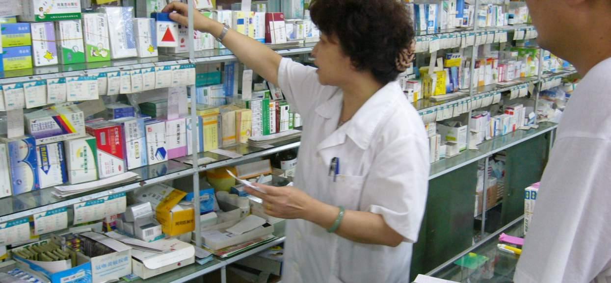 Ile zarabia technik farmacji w Warszawie? Coraz mniej osób kończy studia farmaceutyczne