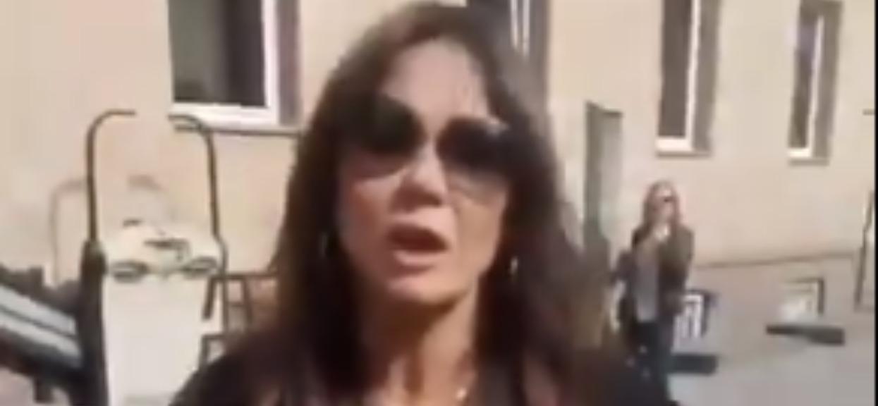 Nagłe krzyki na ulicy, wszystko się nagrało. Rusin wdała się w ostrą awanturę przed lokalem wyborczym