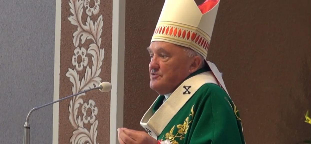 Katedra była przepełniona politykami PiS. Wtedy kardynał zaczął mówić o łamaniu Konstytucji