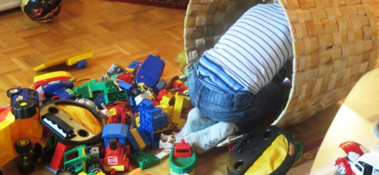 Gdy mama rozcięła zabawki swojego dziecka, zobaczyła coś strasznego. Każdy rodzic powinien to sprawdzić