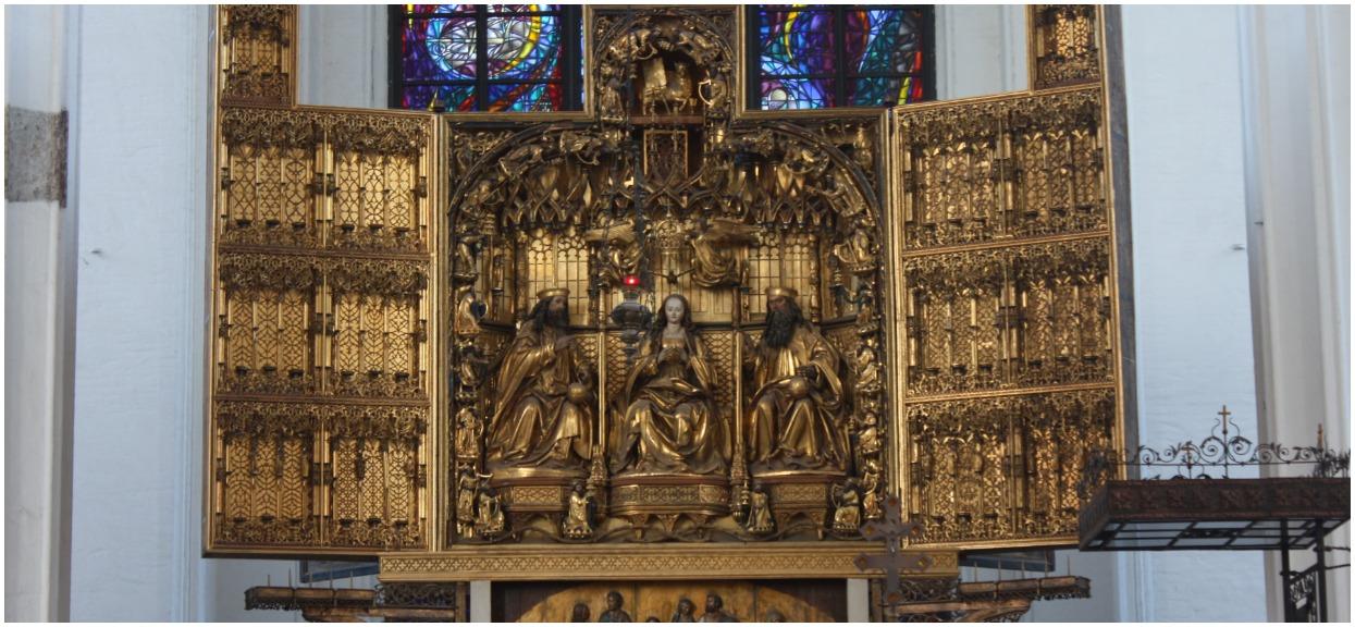 Co znajduje się na legendarnym ołtarzu Wita Stwosza w Krakowie? Pełny opis zabytku