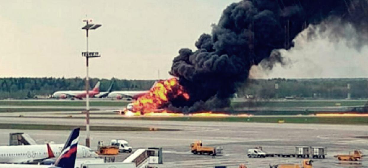 Podano przyczynę katastrofy lotniczej, w której zginęło 41 osób. Okazuje się, że dało się tego uniknąć
