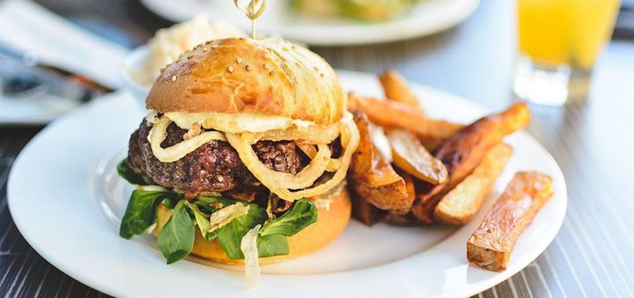 Kiedy Światowy Dzień Hamburgera? Miłośnicy bułek z mięsem mają swoje święto