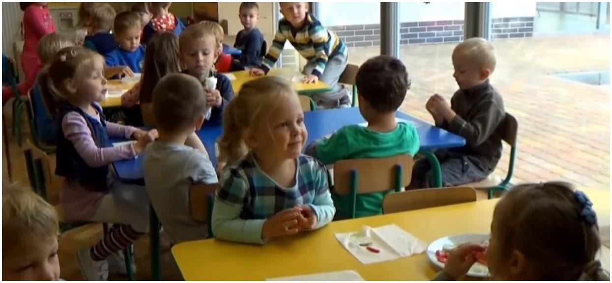 Przedszkolanki myślały, że 5-latek ukrywa w kieszeni zabawkę. Znalazły torebkę kokainy