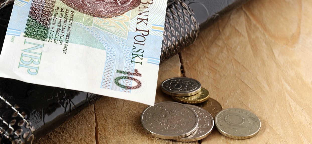 Setki tysięcy Polaków będzie miało niższe emerytury? Wszystko przez jeden szczegół