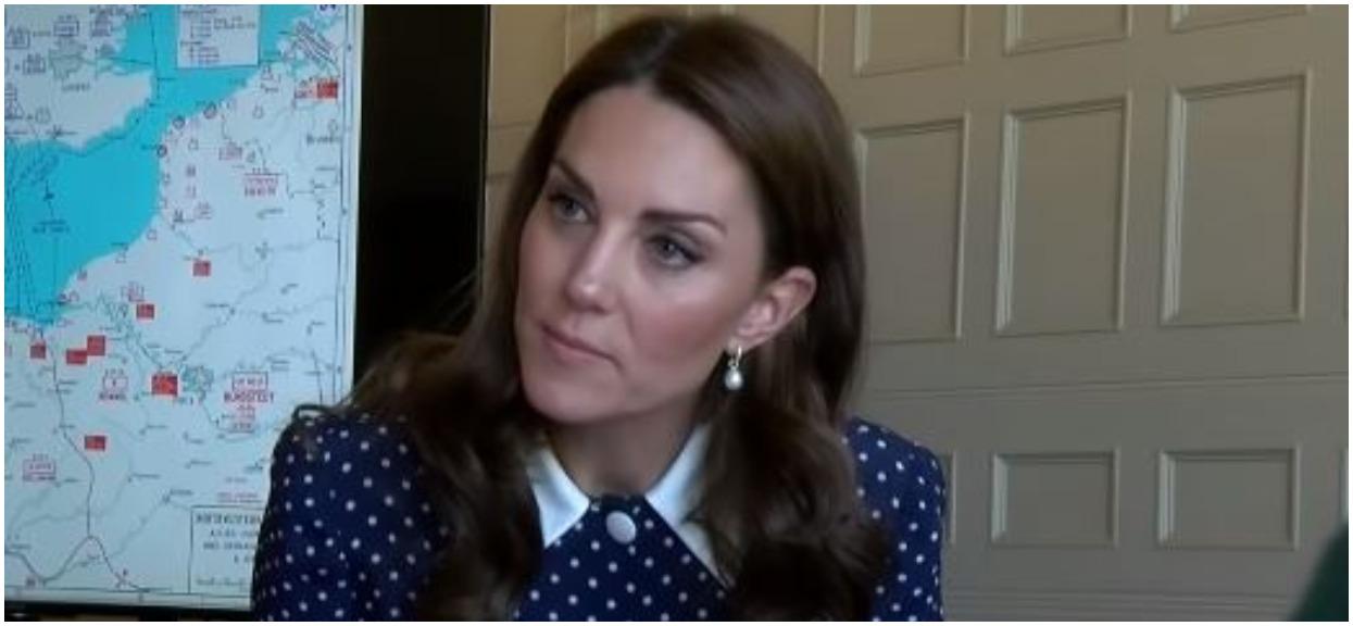 Fani obrzydzeni dłońmi księżnej Kate. Zupełnie nie wyglądają jak ręce monarchini