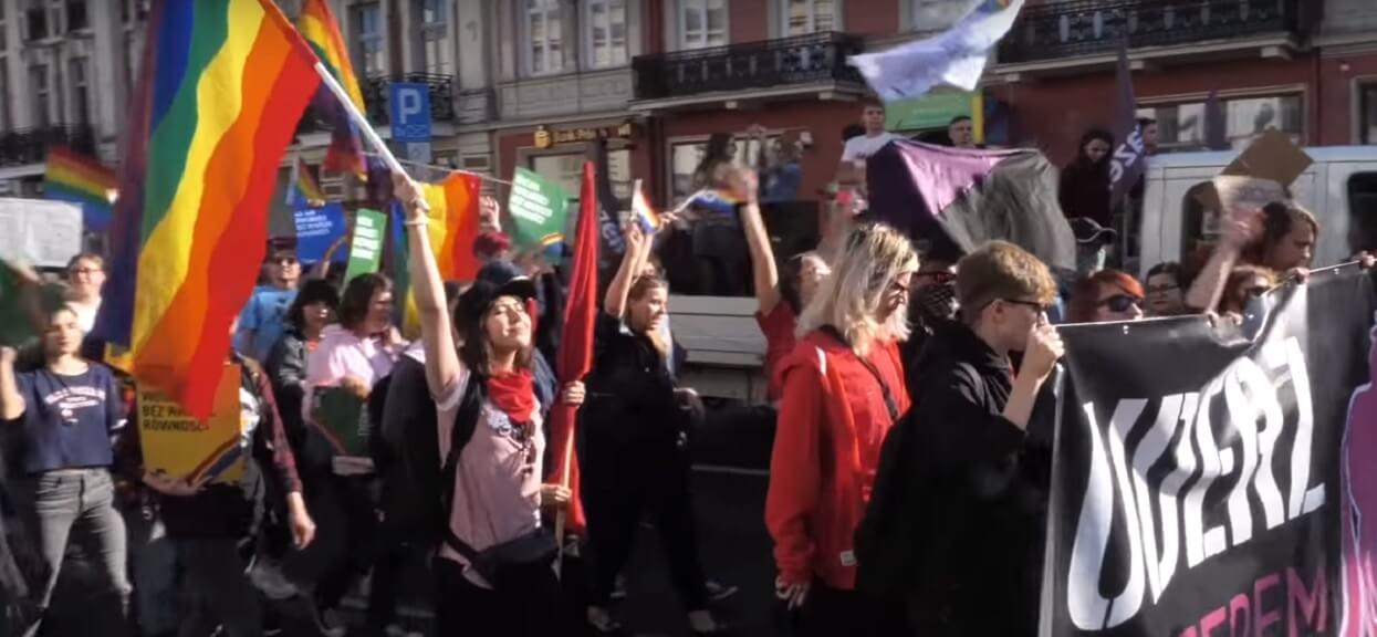 """Władza szczuje na homoseksualistów?! Wojewoda rozdał medale za """"walkę z ideologią LGBT"""""""