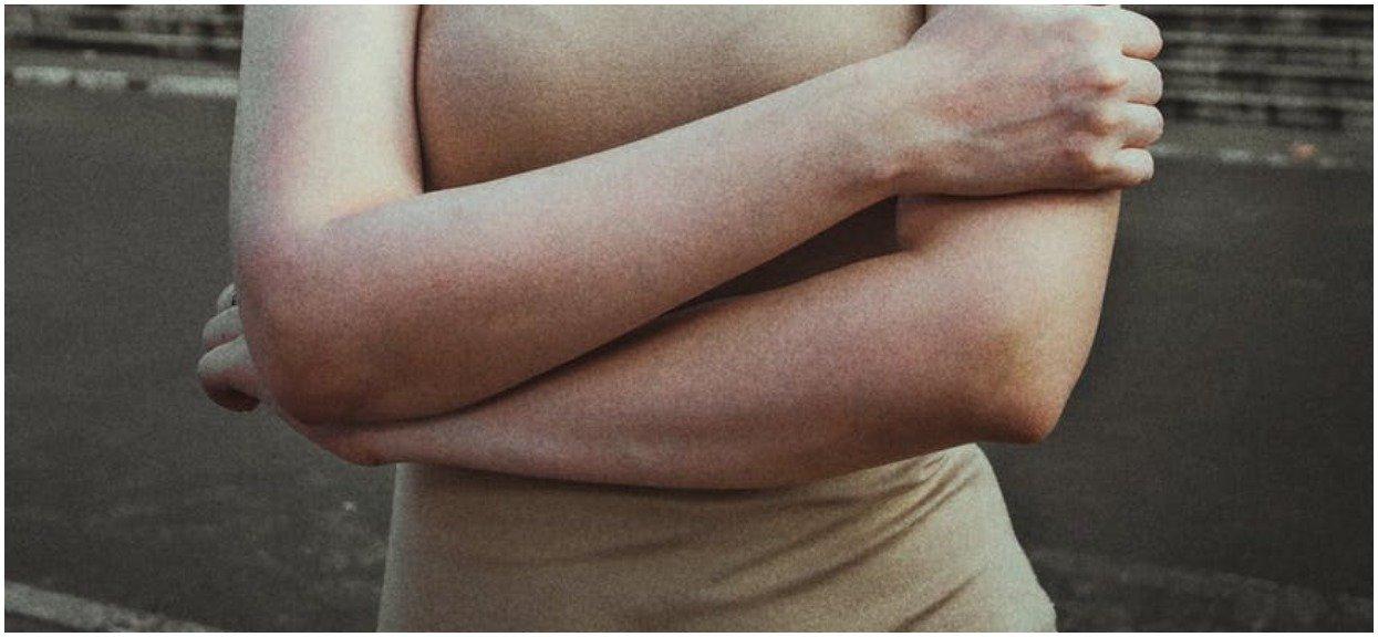 To w jaki sposób krzyżujesz ramiona, wiele mówi o twojej osobowości