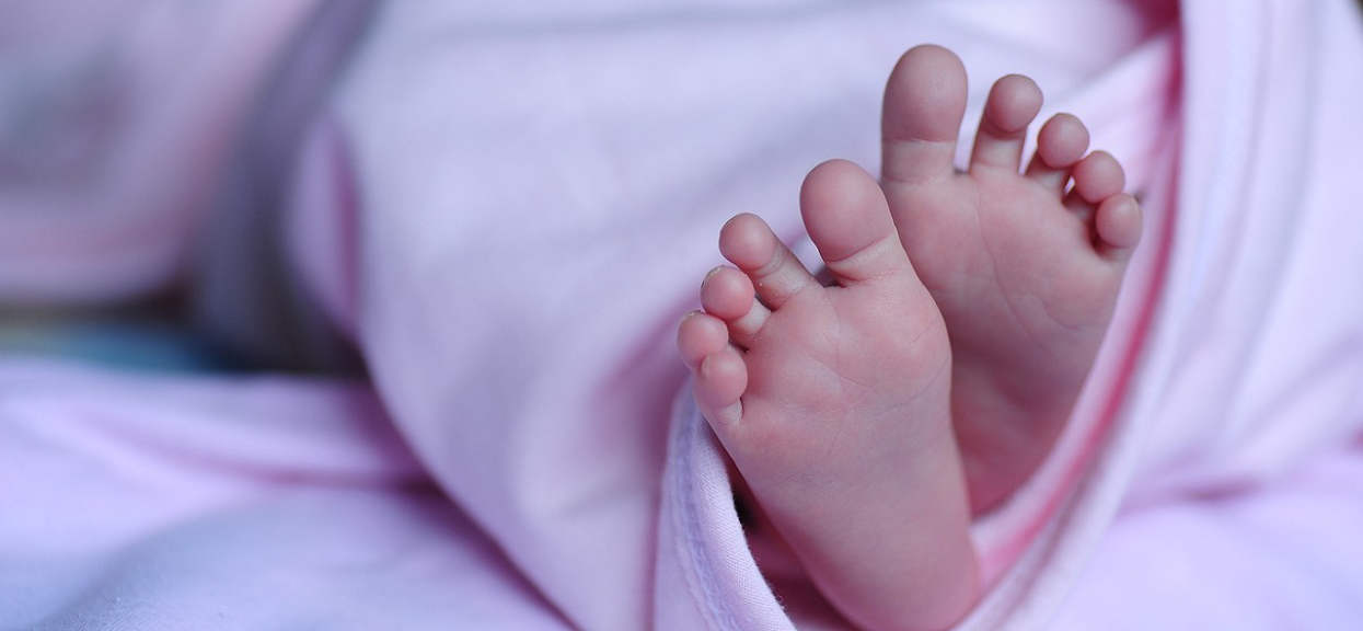 Śląsk: Wyłowiono ciało noworodka. Gdy policjanci zobaczyli, co ma na szyi, zamarli