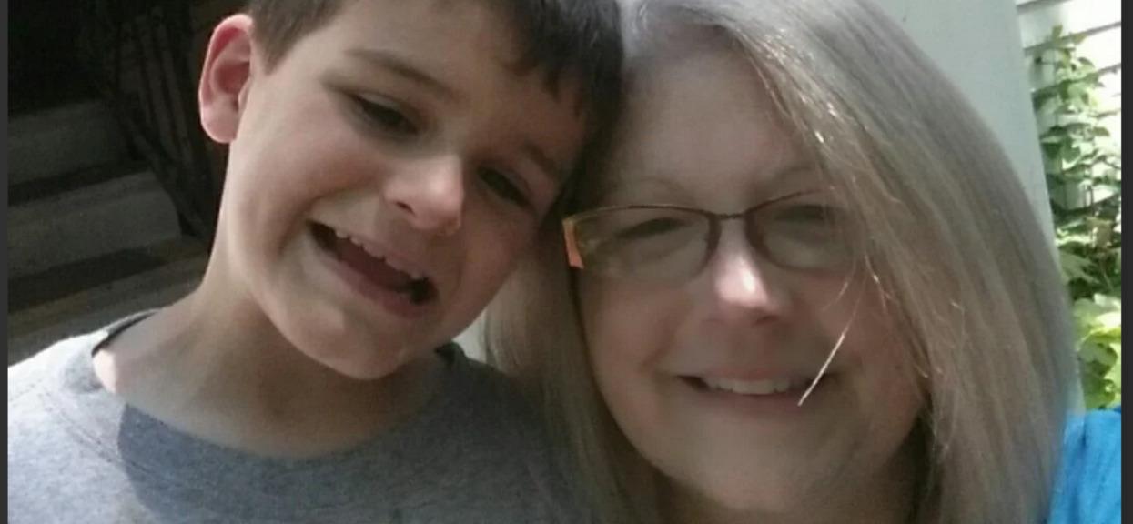 9-letni syn zamordował matkę Pauline. Niewyobrażalna tragedia wstrząsnęła społecznością